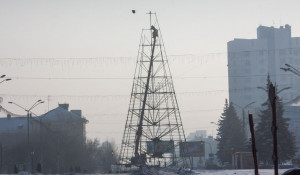 Демонтаж главной елки Барнаула.