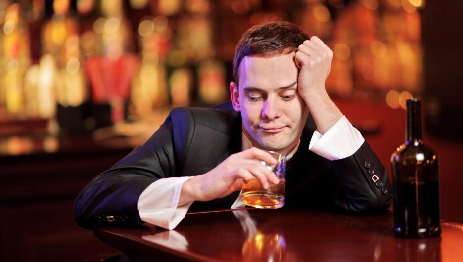 Мужчина и алкоголь.
