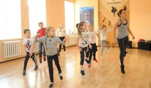 """""""Школа стиля"""" начала год с урока танцев."""