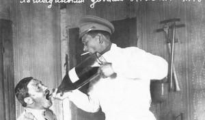Лечение алкоголизма по новейшей методике — лошадиными дозами касторового масла, 23 апреля 1916 года. Российская империя.