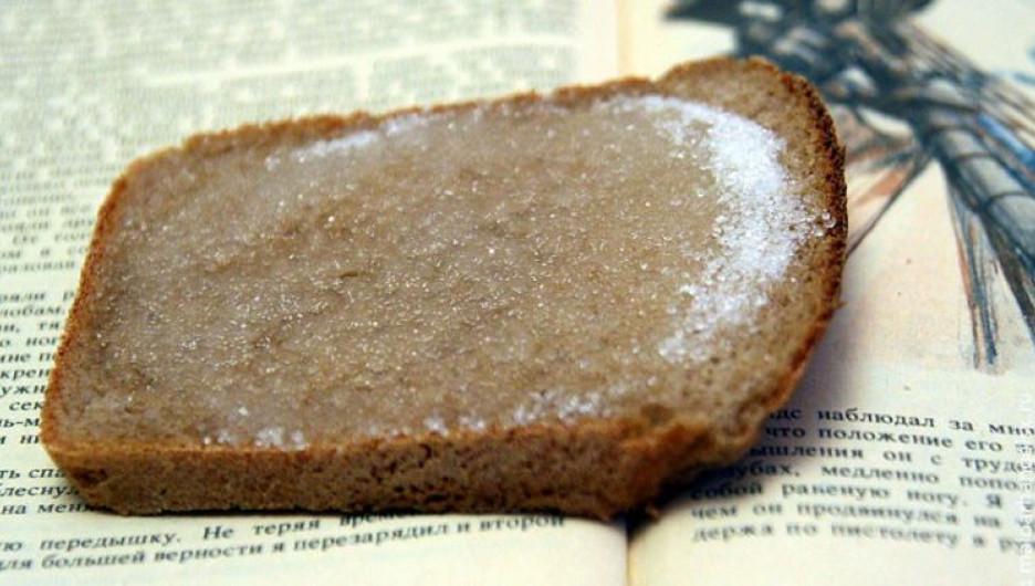 Хлеб с сахаром.