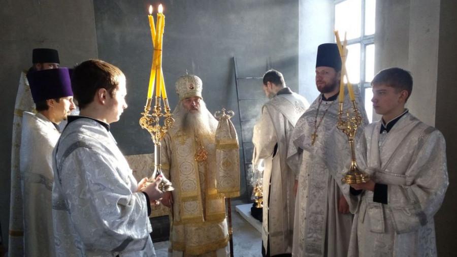 Богослужение в Иоанно-Предтеченском храме.