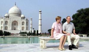 Владимир Путин с женой Людмилой у Тадж Махала.