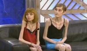 """Кристина Корягина и Анастасия Боева на """"Пусть говорят""""."""
