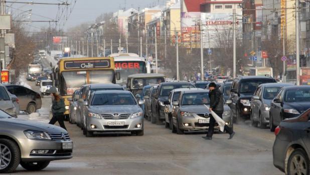 Пешеходный переход, автомобили.