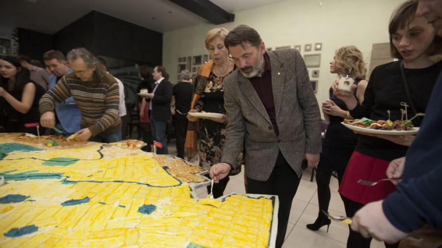 """В Барнауле прошла """"сырная"""" вечеринка, замахнувшаяся на книгу рекордов Гиннесса."""