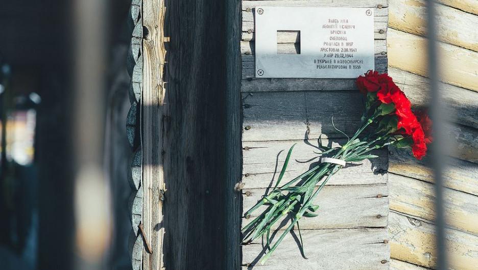 """Акция """"Последний адрес"""" у дома, где жил Леонтий Брискин."""