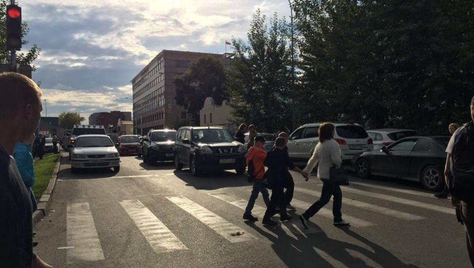 На пешеходном переходе.