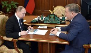 Рабочая встреча президента РФ Владимира Путина с губернатором Алтайского края Александром Карлиным.