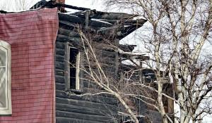 Недвижимость.  Сгоревший дом.