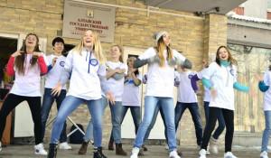 Студенты АлтГУ празднуют Масленицу.
