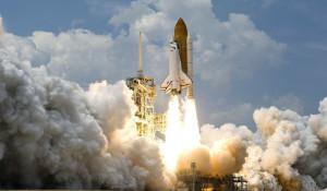 Запуск шатла в космос.