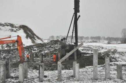 В Бийском районе начали строительство нового моста.