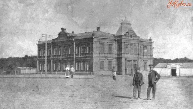 Бийск, 1911-1917. Здание Казанских женского и мужского приходских училищ.