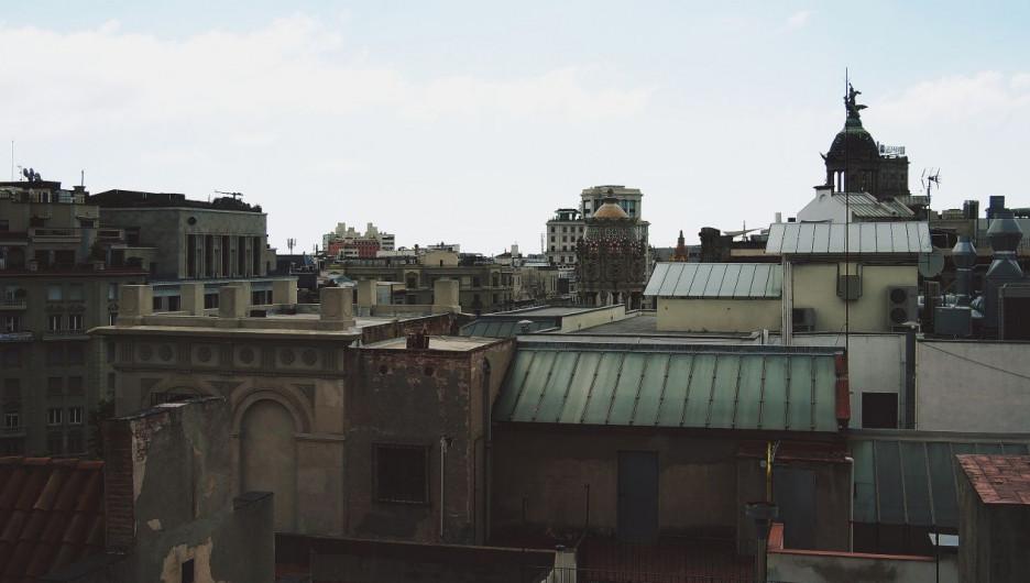Барселона. Европа. Крыши города.
