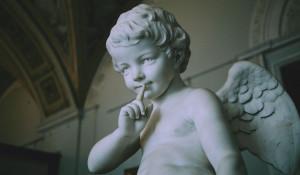 Скульптура ангела. Тишина.
