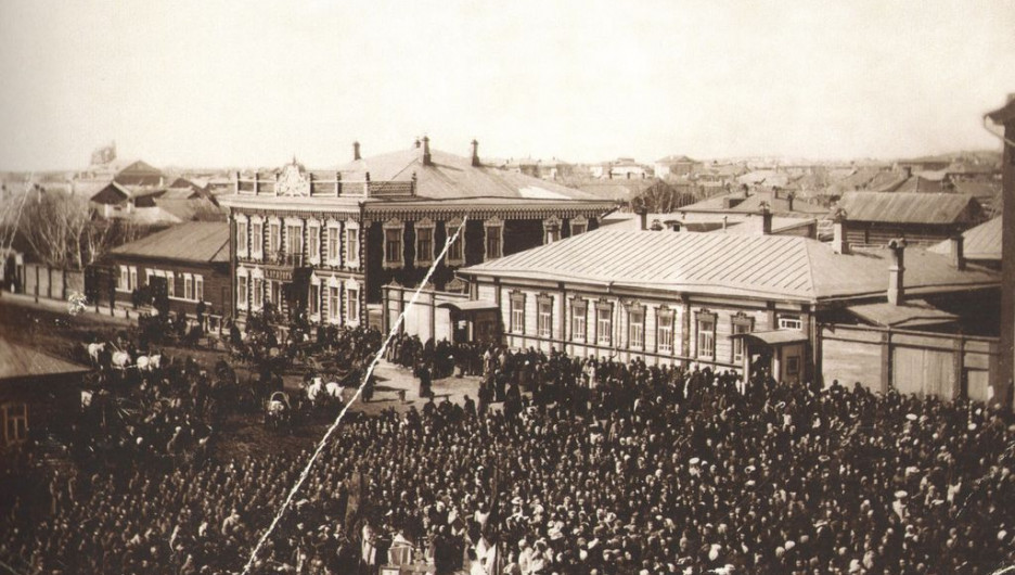 Соборная площадь ( ныне пл. Свободы) в Барнауле. Молебствие перед отправкой мобилизованных на фронт. 1914 год.