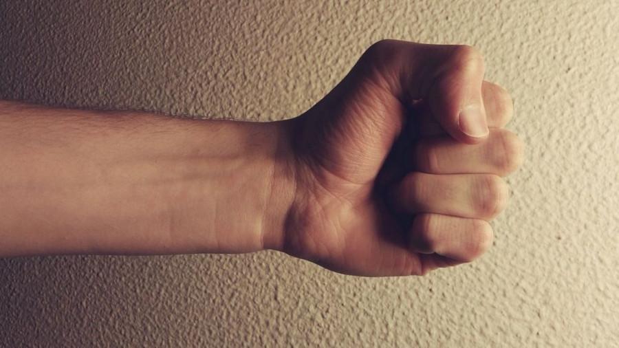 Кулак, побои, насилие.