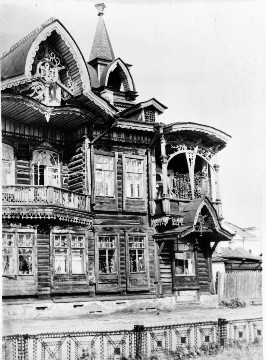 """Дом Шадрина, позднее """"Русский чай""""."""