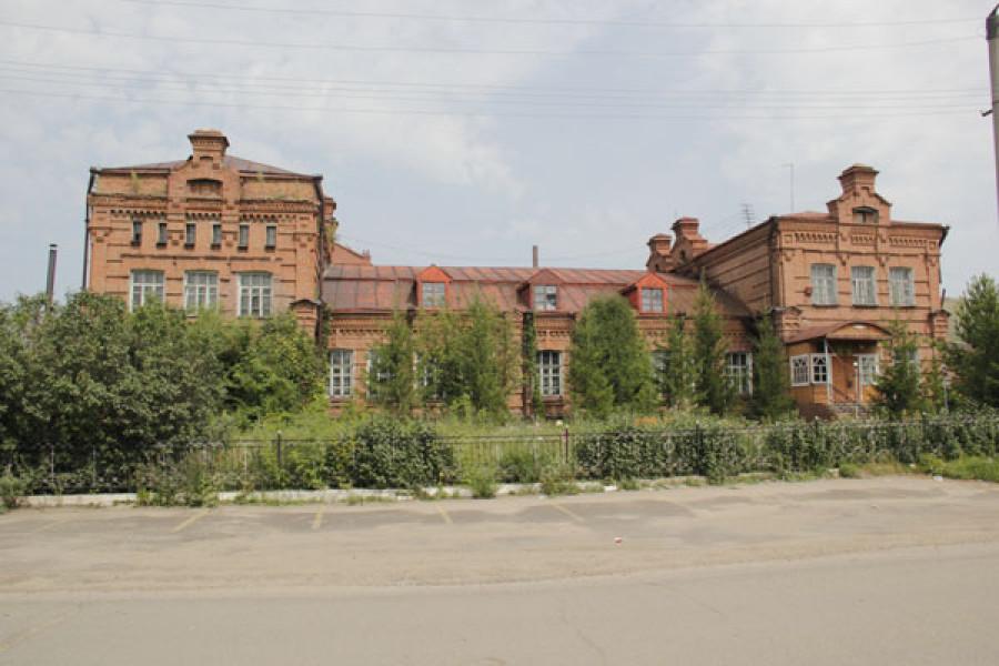 Здание завода в Змеиногорске.
