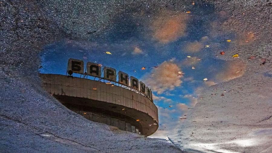 Барнаул в отражении. Речной вокзал.
