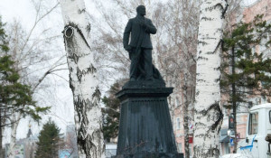 Памятник Ленину в Барнауле.