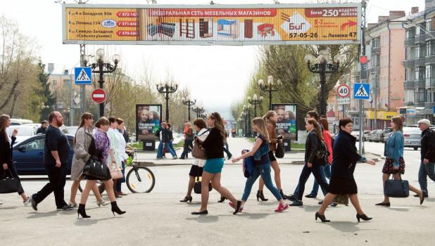 Барнаульцы на пешеходном переходе. Проспект Ленина.