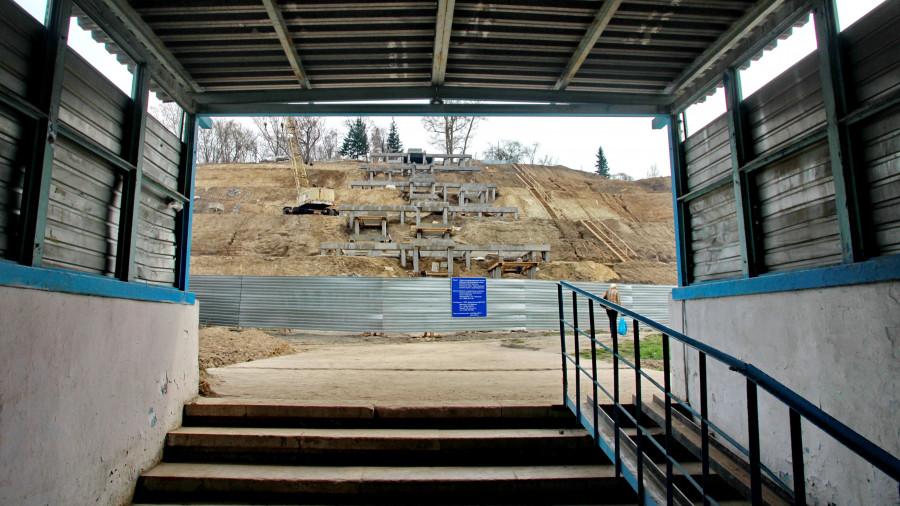 Строительство новой лестницы в Нагорном парке.