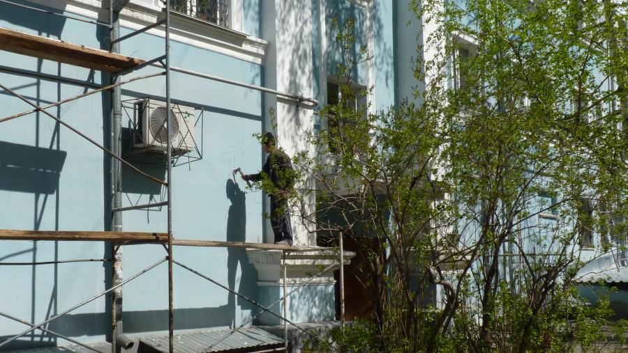 Трещина в стене дома на проспекте Ленина