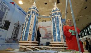 """Макет дома на ул. Аванесова, 44 презентован на выставке """"Строительство. Благоустройство. Интерьер""""."""