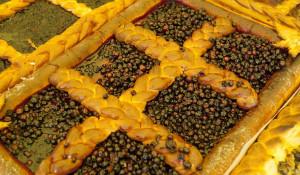 Барнаульцы меньше чем за час съели самый большой пирог в России.