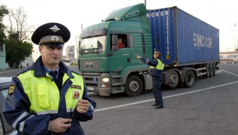 Полиция и большегрузы.