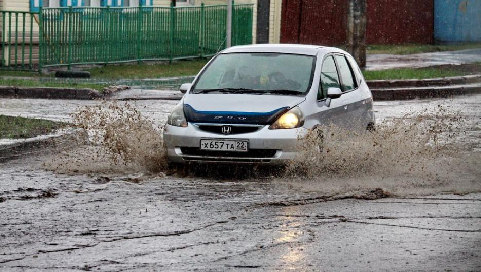 После дождя. Машина.