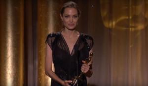 """Анджелина Джоли на церемонии вручения кинопремии """"Оскар""""."""