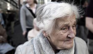 Бабушка, пожилая женщина.