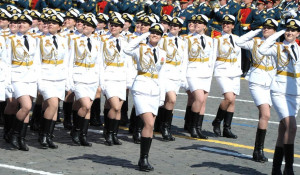 Женщины-военнослужащие из разных стран на парадах. Россия.