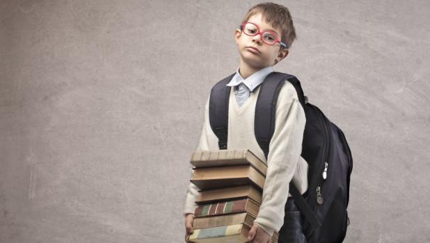 Школьник с книгами.