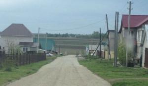 Прогрейдированная дорога в поселке.