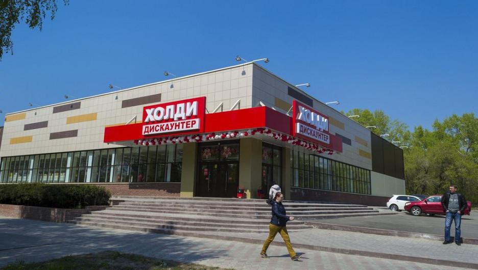 """""""Холидей"""" на улице Антона Петрова, 208б."""
