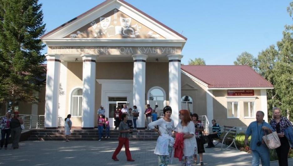 Дом культуры в Верх-Обском.