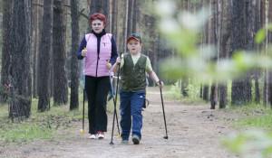 Больше тысячи человек посетили день ходьбы на барнаульской трассе здоровья.