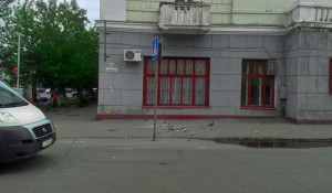 Обрушение фрагментов фасада на улице Сизова. 30 мая 2016 года.