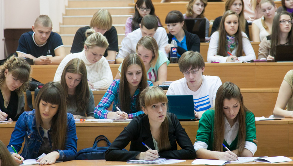 Студенты СФУ на занятиях.