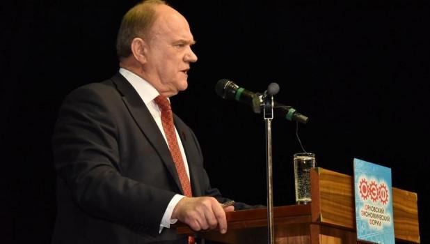 Зюганов призвал президента разобраться со всякой сволочью, которая оскверняет память Ленина