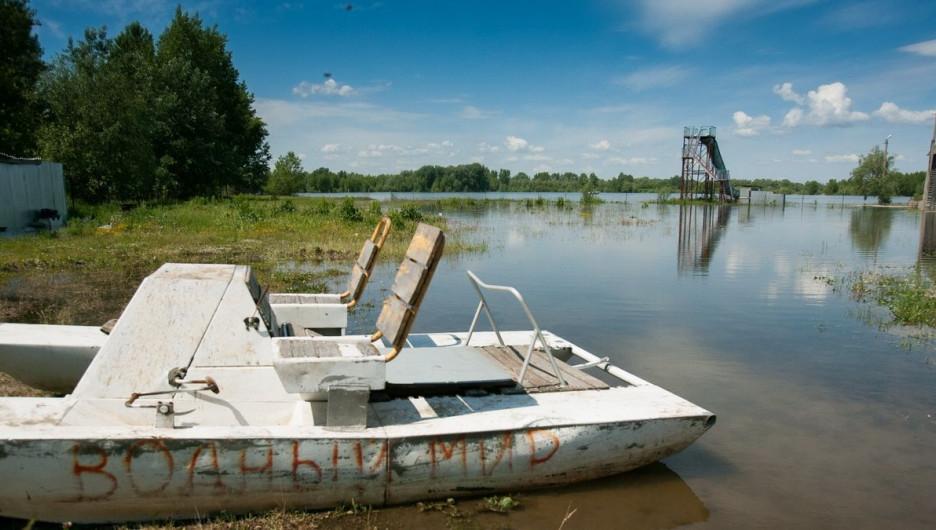 """В Барнауле затопило пляж """"Водный мир""""."""
