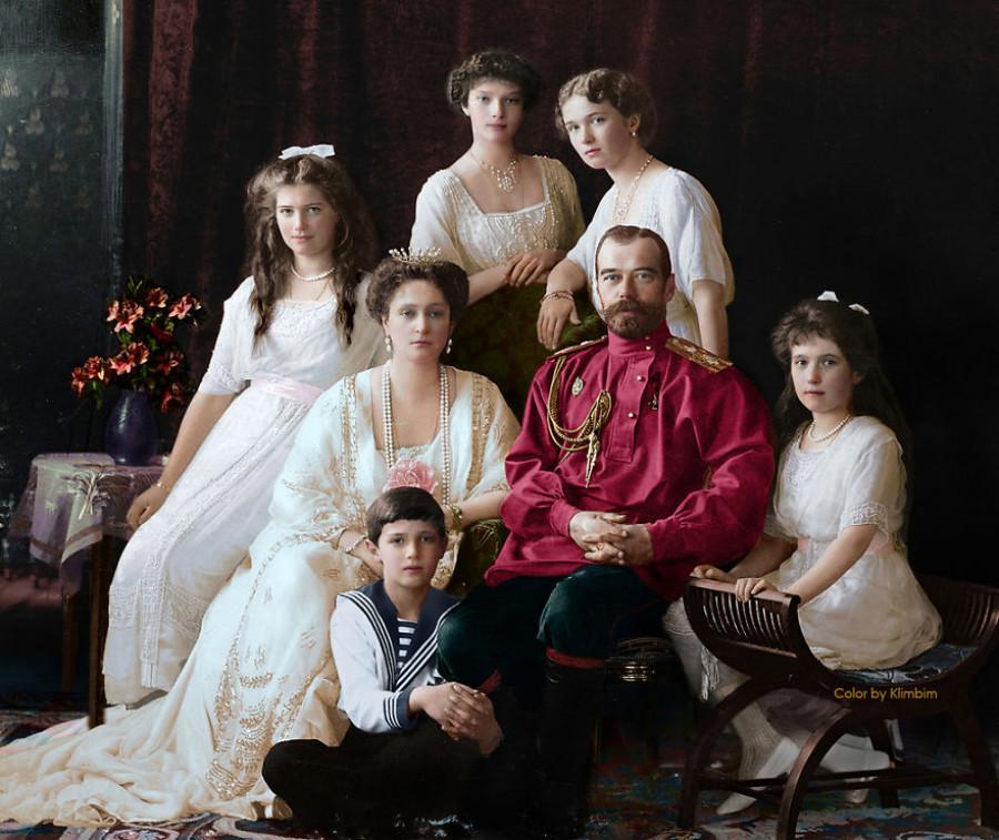 Романовы. Николай II, его супруга и дети.