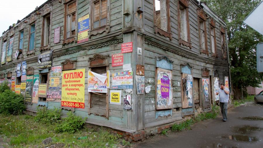 Старый заброшенный памятник архитектуры.