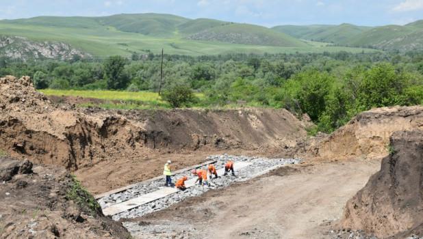 Строительство дороги в Краснощековском районе.