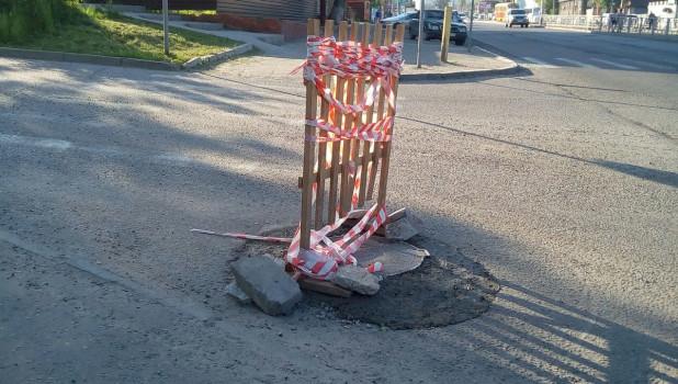 Ремонтные работы, перекрытие дорог, сигнальная лента.
