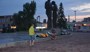 22 июня в 4.00 барнаульцы пришли на Мемориал Славы.